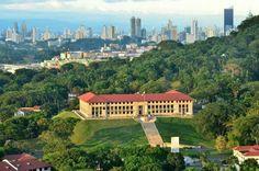 Ediificio de la administración del canal de Panamá.