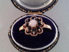 Catawiki online auction house: Old yellow gold ring with opal and sapphire