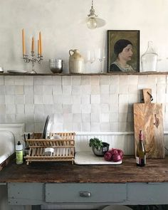 New Free rustic Kitchen Countertops Tips Kitchen Countertops set the tone for the kitchen so choose materials and a look that not merely ref Rustic Kitchen, New Kitchen, Kitchen Interior, Kitchen Dining, Kitchen Decor, Small Kitchen Tiles, Kitchen Racks, Square Kitchen, Kitchen Country