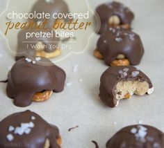 These two bite chocolate covered peanut butter pretzel bites will cure any sweet and salty craving you're having. Just Desserts, Delicious Desserts, Yummy Food, Healthy Food, Marshmallows, Toffee, Candy Recipes, Dessert Recipes, Fudge Recipes
