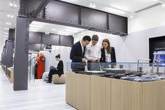 새로운 자동차 문화를 제안해 온 현대자동차의 라이프스타일 컨셉 제품을 선보입니다. 간결하되 완벽한, 본질에 충실하되 남다른 가치를 일상 제품에 담아내어 표현합니다. Hyundai Motorstudio Colletion expresses our ideal of creating simple and appropriate, yet unique offerings in everyday products that you may take on your next journey.