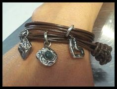 leren armband met div zilveren bedels
