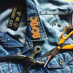 "Polubienia: 72, komentarze: 7 – Marcin Ołdakowski (@m.oldakowski) na Instagramie: ""Cut off sleeves, inserting some metal and stickers. Peace Love & RockNRoll 🤘 #diy #rocknroll #acdc…"""