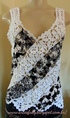 crochet tank tops Another pic that shows how to put together motifs to make a tank. black and white tank top Point Granny Au Crochet, Débardeurs Au Crochet, Beau Crochet, Mode Crochet, Crochet Shirt, Crochet Woman, Crochet Crafts, Crochet Stitches, Crochet Patterns
