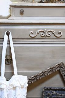 Annie Sloan Chalk Paint and The Vintage Bricoleur Paint Furniture, Furniture Makeover, Refinished Furniture, Paint Color Palettes, Paint Colors, Annie Sloan French Linen, American Paint Company, Dark Wax, Annie Sloan Chalk Paint