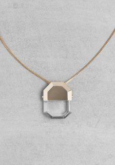 Collier pendant en crystal trempé dans l'or