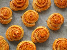 Delicious, made-from-scratch, sugar-free cinnamon buns that are absolutely to die for. A perfect weekend baking project for kids and adults alike! Recipes With Yeast, Sugar Free Recipes, Good Food, Yummy Food, Living A Healthy Life, Pcos, Free Food, Diabetes, Breads