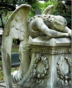 Statue of The Weeping Angel (According to Legend, even the Angels weep) Cemetery Angels, Cemetery Statues, Cemetery Art, Angels And Demons, Angels Among Us, Statue Ange, Old Cemeteries, Graveyards, Angels In Heaven