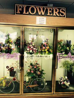 shop displays в Flower Shop Decor, Flower Shop Design, Flower Shop Interiors, Flower Boutique, Flower Market, Flower Wallpaper, Amazing Flowers, Store Design, Flower Arrangements