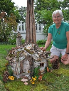 Small stone house Modern is part of Miniature fairy gardens - Kleines steinhaus Small stone house Fairy Tree Houses, Fairy Garden Houses, Gnome Garden, Fairy Crafts, Garden Crafts, Garden Projects, Garden Ideas, Diy Garden, Fairy Garden Furniture