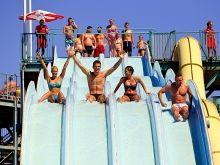 Der Aquapark von Hajdúszoboszló ist eine einzige große Party Rutsche: http://www.ferienhauserinungarn.de/therme-ungarn-hajduszoboszlo/