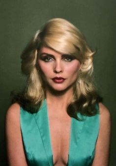 she's so pretty 😍😍 Blondie Debbie Harry, Debbie Harry Hair, Debbie Harry Style, Women Of Rock, Estilo Rock, Female Singers, Portraits, Musical, Style Icons