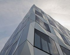 スイスの建築設計事務所によるチェコキュビズムへのオマージュ。上手い。