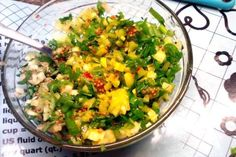 Jak připravit remuládu s jarní cibulkou   recept Guacamole, Curry, Mexican, Ethnic Recipes, Food, Curries, Essen, Meals, Yemek