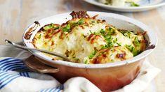 Perinteinen kukkakaaligratiini kuorrutetaan itse tehdyllä juustokastikkeella ja gratinoidaan kauniin ruskeaksi uunissa. Kukkakaaligratiini sopii lisäkkeeksi niin liha- kuin kalaruoille tai kasvisruoaksi sellaisenaan. Some Recipe, Fodmap, Lasagna, Baked Potato, Mashed Potatoes, Side Dishes, Food And Drink, Healthy Recipes, Healthy Food