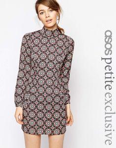 4bf8f9dfe9ac ASOS Petite   ASOS PETITE – Kleid mit hohem Ausschnitt und Kacheldruck bei  ASOS 56€