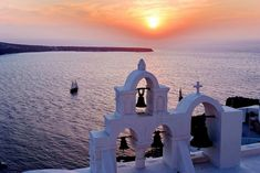 A trip to this Cycladic paradise with the other half is a dream for anyone who has seen at least one photo of the island's famous Caldera! Greek Islands, First Photo, Sailing, Greece, Tourism, Oia Santorini, Boat, Landscape, Nature