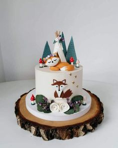 50 Fox Cake Design (Cake Idea) - March 2020 Fox Cake, Cool Cake Designs, Cake Flour, Baking Tips, Baking Soda, Gingerbread, March, Make It Yourself, Birthday