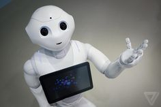 A robot named pepper in Japan has attended high school for the first time. The robot is equipped with sensors and cameras and it's able to recognize a wide range of human emotions and it can speak two different languages including Japanese and English. Japanese Symbol, Japanese Kanji, Robot Humanoïde, Robot Art, How To Speak Japanese, Real Robots, Japanese Robot, Humanoid Robot, Science