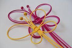 Výsledek obrázku pro vánoční ozdoby z pedigu návod Book Crafts, Paper Crafts, Diy Crafts, Paracord Weaves, Newspaper Basket, Weaving Designs, Weaving Art, Art Education, Basket Weaving