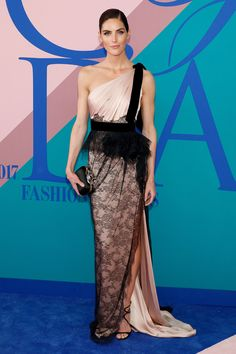 Hilary Rhoda wearing Marchesa at the CFDAs awards. Look. Cfda Awards, Awards 2017, Hilary Rhoda, Banana Republic Dress, Red Carpet Looks, Red Carpet Fashion, Dress Collection, Nice Dresses, Maxi Dresses