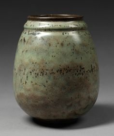 Vase, Émile Decoeur, 1931. Museum no. Circ.183-1931