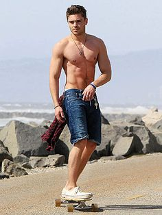 I was never really a Zack Efron person but since he's grown up... I love him. So sexy!