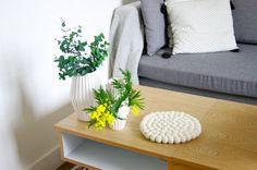 Manchmal braucht ein Raum einfach nur etwas weiße #Farbe. Unser handgemachter #Shirisha-Filzball-Teppich hat ein makelloses #Erscheinungsbild. Zur Bestellung gehen Sie auf: http://www.sukhi.de/rund-shirisha-filzkugelteppiche.html