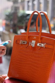 L'orange clasique d'Hermès  #Hermes #Birking #Bag #Purse #Fashion #Crocodile #Croc #Luxe