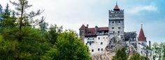 En la profunda Rumanía, encaramado en una roca de 200 metros de altura, se alza el imponente castillo donde, según la leyenda, vivía el conde Drácula.
