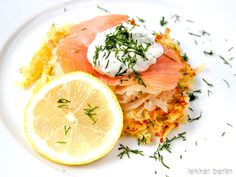 Rezept Kartoffelpuffer mit Lachs und Sauerkraut - lekker.berlin | Rezepte und mehr ... Food-Blog, Backen, Kochen - Viel Spaß beim Lesen und Ausprobieren.