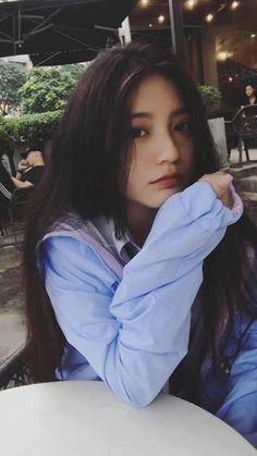..  Η y/n είναι 17 και έχει ένα αδελφό τον Kim Taehyung τι θα γίνει ό… #fanfiction # Fanfiction # amreading # books # wattpad Ulzzang Korean Girl, Cute Korean Girl, Cute Asian Girls, Beautiful Asian Girls, Cute Girls, Cute Girl Face, Cool Girl, Chica Dark, Uzzlang Girl