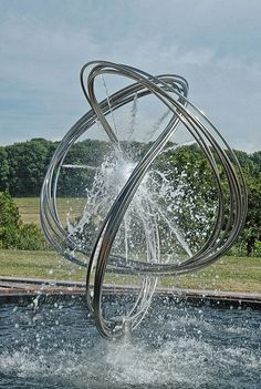 We take a look at the water sculptures of artist Giles Rayner.