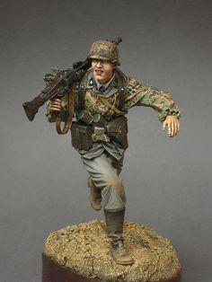 WWII SS machine gunner, military miniature soldier.