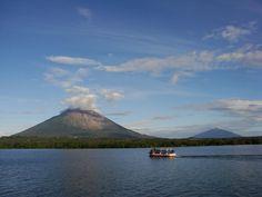 Nicaragua, Tierra de Lagos y Volcanes  Volcanes Concepción y Maderas en la isla de Ometepe, Rivas