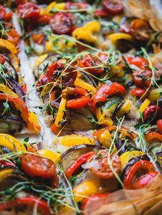 Paella, Vegetable Pizza, Salad, Vegetables, Ethnic Recipes, Food, Essen, Salads, Vegetable Recipes