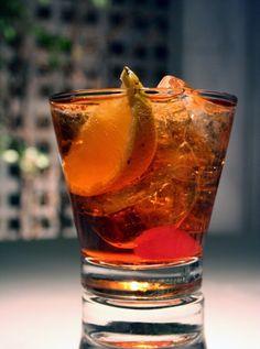 25ml gin tanqueray Ten, 10ml aperol, 15ml campari, 25ml martini rosso, Complete with prosseco