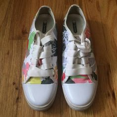 LeSportsac Flower Sneakers! *FIRM PRICE* Flower power shoes that are great for everything, even long period of walking. I'm a 7.5/8 & lengthwise, they fit great! In great condition as well :) worn once or twice! Just dropped to the lowest I'll sell them, so very firm!! LeSportsac Shoes Sneakers