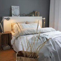 Kesäinen petaus #koti #interior #pellava #makuuhuone #hiekka #inspiration Koti, Comforters, Blanket, Bedroom, Inspiration, Furniture, Home Decor, Creature Comforts, Biblical Inspiration