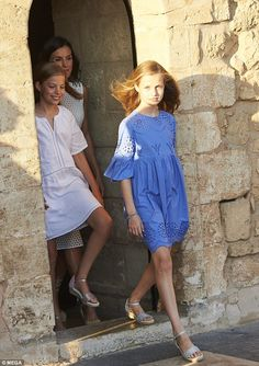 Leonor (in blue) and Sofia lead the way for their mother the Queen of Spain, wearing low wedges for their summer photoshoot at the Royal Palace of La Almudaina in Majorca/ July 2018 Princess Of Spain, Princess Sophia, Little Girl Dresses, Girls Dresses, Summer Dresses, Royal Fashion, Girl Fashion, Blue And White Shirt, Estilo Real