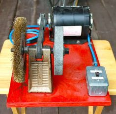 Homemade bench grinder powered by a surplus furnace motor. The motor directly drives a pulley-mounted fan belt, which then turns the arbor. Grinder Stand, Bench Grinder, Homemade Bench, Homemade Tools, Tips And Tricks, Ana White, Dremel, Homemade Drill Press, Squirrel Proof Bird Feeders
