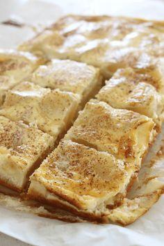 1 cup desiccated coconut 1 teaspoon vanilla extract 2 apples 1 egg 300ml sour cream Pear And Almond Cake, Almond Cakes, Desserts With Sour Cream, Apple Sour Cream Slice, Sour Cream Biscuits, Biscuit Cupcakes, Custard Slice, Slice Recipe, Recipe Please