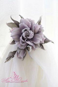 Товар Rose Crafts, Flower Crafts, Flower Corsage, Flower Brooch, Clay Flowers, Paper Flowers, Pink Christmas Tree Decorations, Bridesmaid Flowers, Wedding Flowers