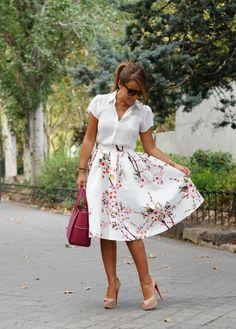 CON DOS TACONES: LOUBOUTIN. Falda y camisa Choies