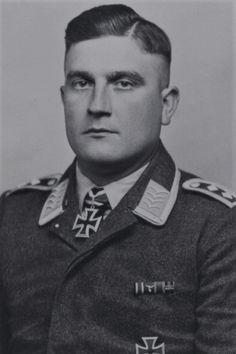 Feldwebel Hellmuth-Gustav Görtz (1911-1979), Zugführer in der 3./Fallschirmjäger Regiment 1, Ritterkreuz 24.05.1940, Eichenlaub (kein Nachweis im BA) 30.04.1945
