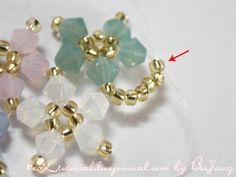 Seed bead jewelry Cross Weave Bracelet ~ Seed Bead Tutorials Discovred by : Linda Linebaugh Beaded Bracelet Patterns, Woven Bracelets, Crystal Bracelets, Bead Patterns, Stitch Patterns, Seed Bead Flowers, Beaded Flowers, Bead Jewellery, Beaded Bracelets