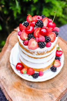 Simply Naked Cake Freshly Naked Cake with red fruit and mascarpone whipped cream. (in French) Nake Cake, Gateau Baby Shower, Cake Aux Fruits, Cake Blog, Number Cakes, Cake Photography, Blueberry Cake, Almond Cakes, Occasion Cakes