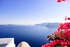 Oia, Santorini — On my way Oia Santorini, Blog Voyage, Outdoor Furniture, Outdoor Decor, Sun Lounger, Airplane View, Boiler, Corse, Chaise Longue
