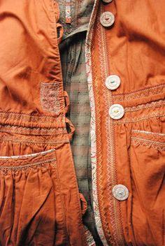 Купить или заказать ОДЕЖДА ДЛЯ СВОБОДНЫХ НАТУР в интернет-магазине на Ярмарке Мастеров. Рубашко-платье с объемным воротником и пояском сшита из натурального японского хлопка,подкладка из сатина. Можно носить как самостоятельную вещь а также с юбками,, брюками и т д Удивительный и уникальный почерк, который говорит, что мы имеем дело с глубоко талантливым человеком, мастером, самобытным, очень сильным художником. Работы медитативны, духовно продуманы и просвящены.