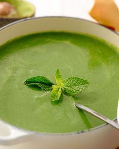 Een verrassende spinaziesoepje dat in 15 minuten al klaar is! Healthy Soup Recipes, Veggie Recipes, Avocado Brownies, Belgian Food, Clean Eating Plans, Avocado Smoothie, Spinach Soup, Comfort Food, Happy Foods